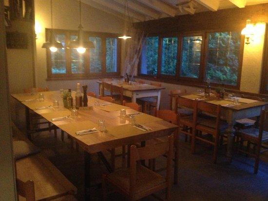 Trattoria La Val: la saletta con i tavoli