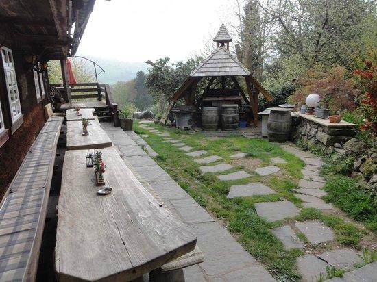 Pension Café Hirtenbrunnen: Ein Teil des schönen Gartens