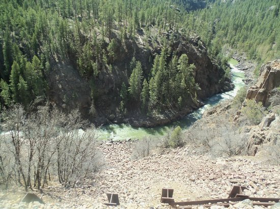 Durango and Silverton Narrow Gauge Railroad and Museum : Steep canyons