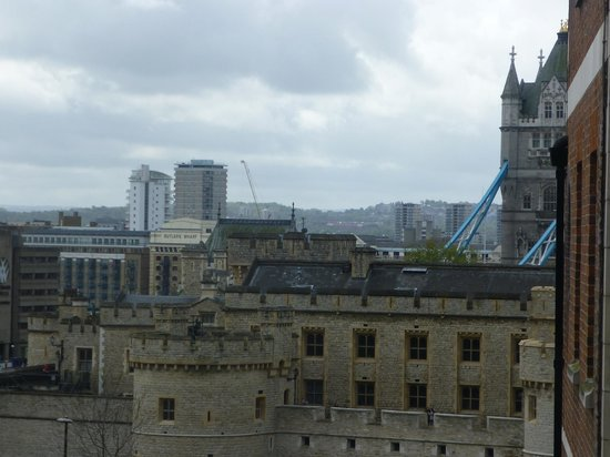 Grange City Hotel: View of Tower of London and Tower Bridge from room 522