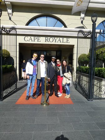 The Cape Royale: Entrance to hotel