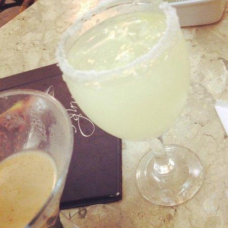 Bahia Othon Palace: Drinks no bar do lobby.