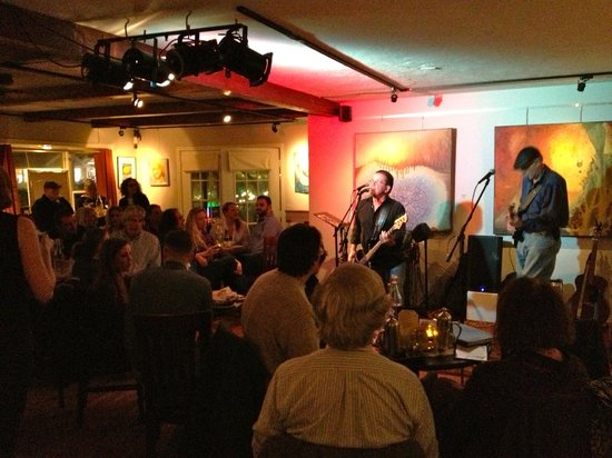 Harvest Gallery Wine Bar: Live music and a fun crowd at a Wednesday Open Mic Night