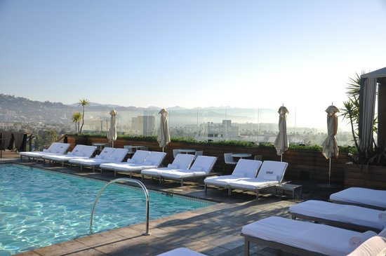 Sixty Beverly Hills Piscina