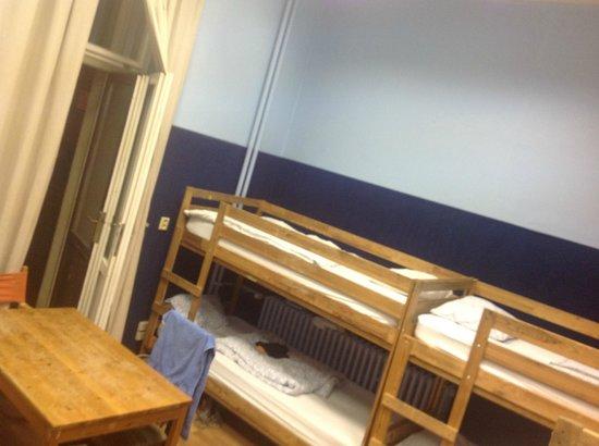 A Plus Hotel & Hostel : Общий номер для девушек и парней на 8 чел.