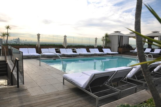 SIXTY Beverly Hills: Piscina