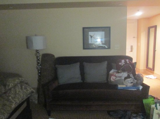 Craddock Terry Hotel: couch in room 108