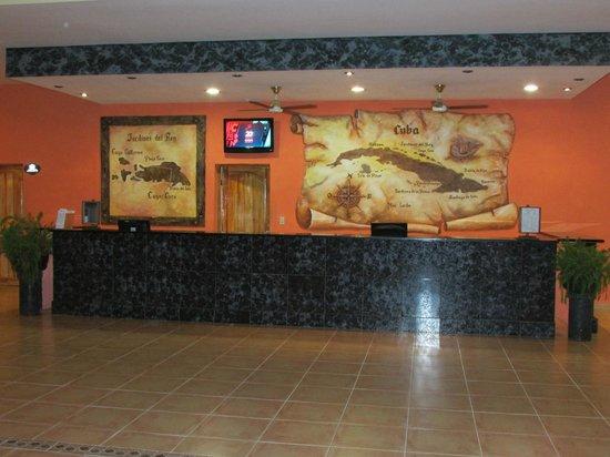 Hotel Playa Coco: comptoir accueil lobby