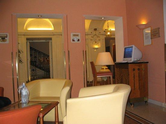 Mercure Josefshof Wien am Rathaus: Hall del Hotel e Internet
