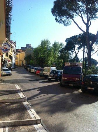 La Villa Hotel Ristorante : Sicht wenn man zum Hotel raus geht