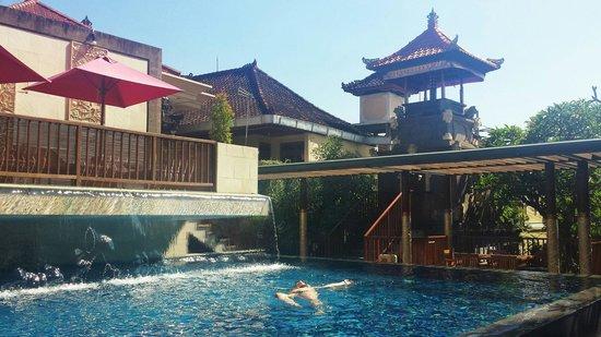 Hotel Horison Seminyak : The pool
