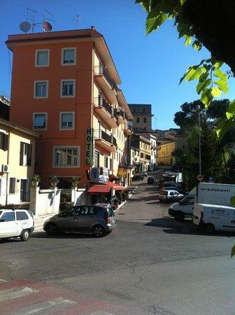 La Villa Hotel Ristorante : Hotel von vorne