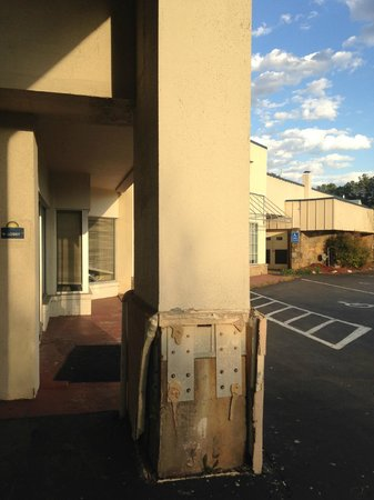 Days Inn Charlottesville/University Area: former entrance