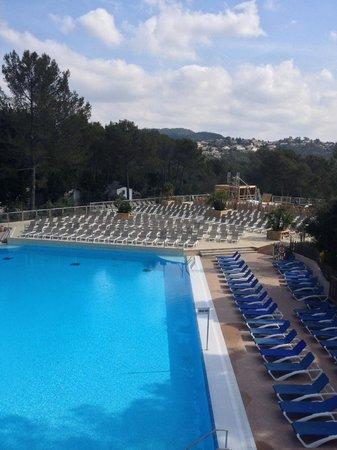 Holiday Green Resort & Spa : la piscine extérieur