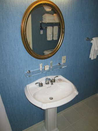 Best Western Plus Elm House Inn: Bathroom