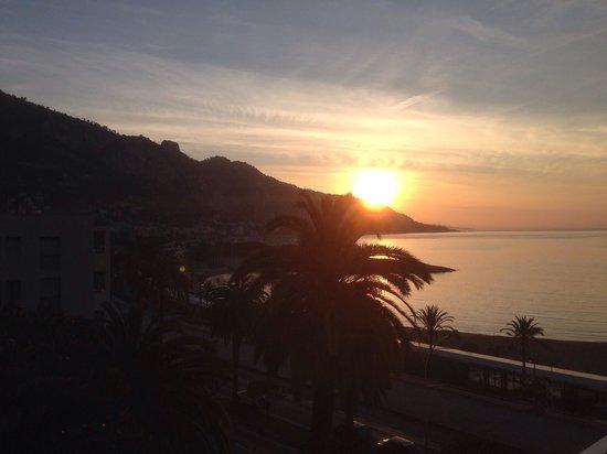 Hotel Palm Garavan : Levé de soleil vue du balcon