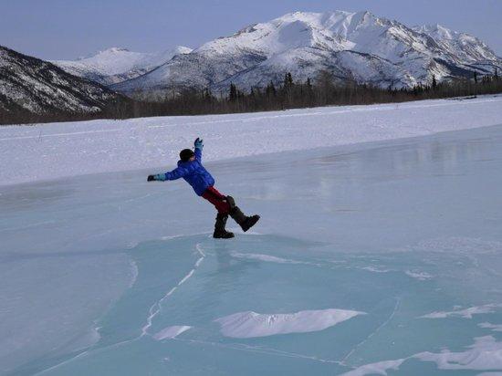 Iniakuk Lake Wilderness Lodge: Frozen river