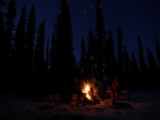 Iniakuk Lake Wilderness Lodge: Sitting round the fire