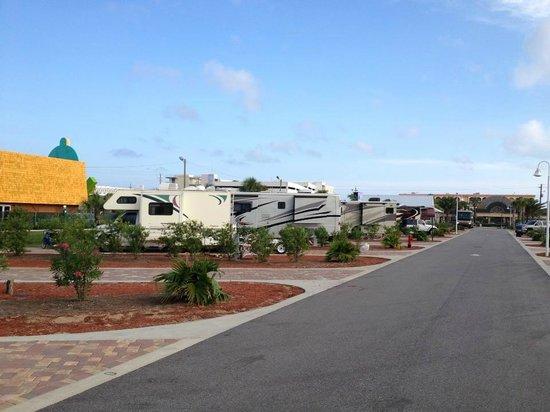 Destin West RV Resort : Camp Sites