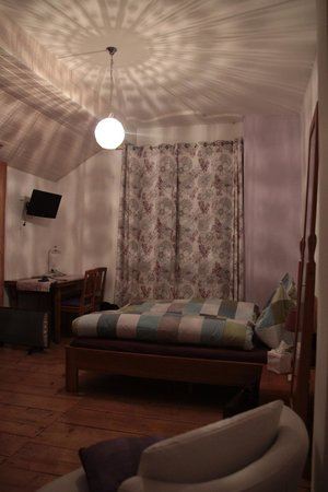 Domaine de Bois-Bougy: Plenty of storage space, TV, extra chair & couch. Tea & kitchen facilities available outside roo