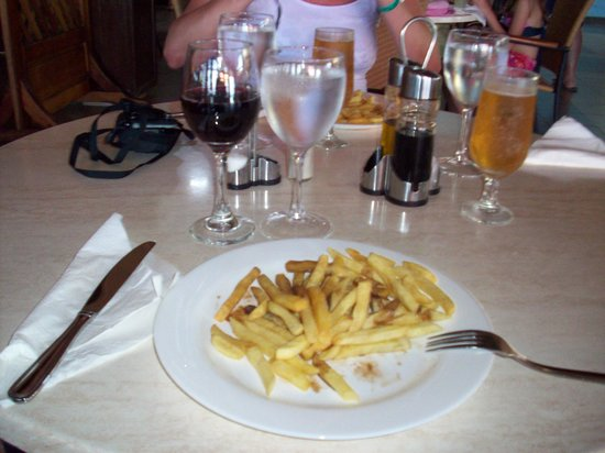 Hotel Bella Costa: Lunch a good glass of red wine and fresh hot french fries with malt vinegar