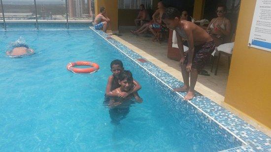 Sonesta Hotel Barranquilla: Mis hijos disfrutaron al máximo la piscina del hotel