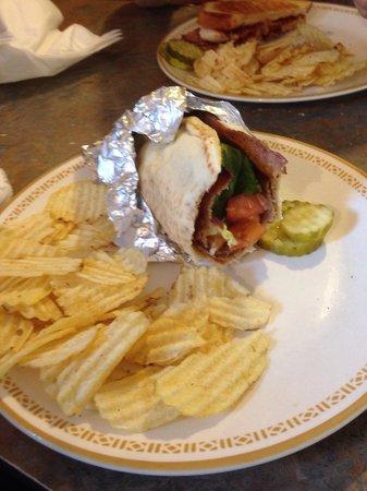 Akropolis Restaurant: Gyro was good!:)