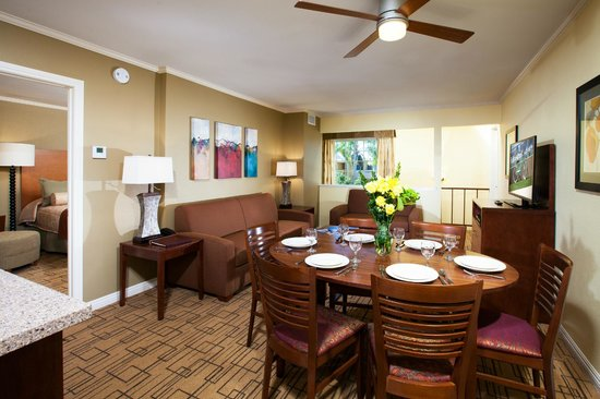 Winners Circle Resort : Living and Dining Area in Two Bedroom Suite