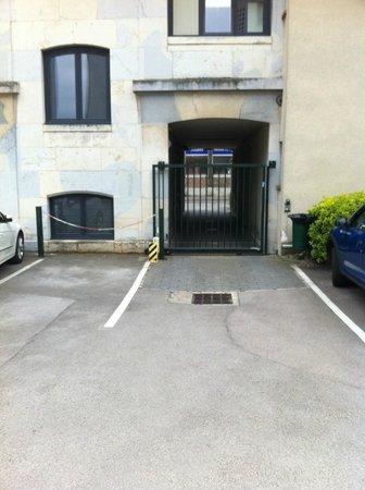 Ibis Besancon Centre Ville : Entrée parking
