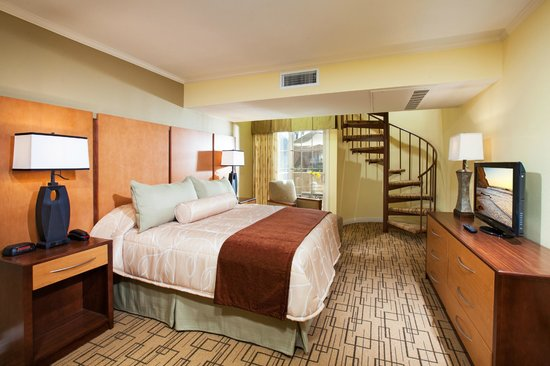 Winners Circle Resort: Master Bedroom in a Two Bedroom Suite Townhouse
