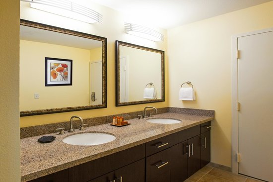 Winners Circle Resort: En Suite Restroom in Two Bedroom Suite