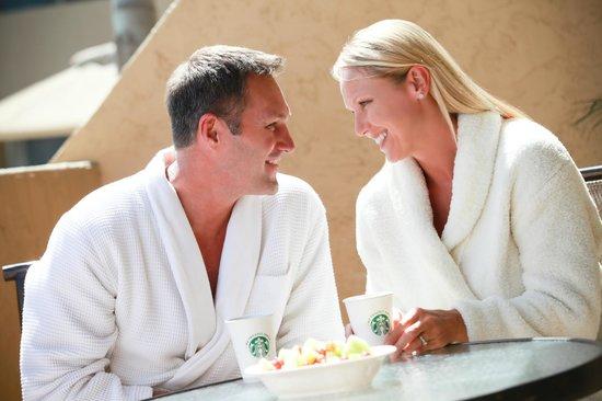 Winners Circle Resort: Couple Enjoying Private Patio