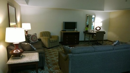 Doubletree by Hilton Augusta: Living room tv