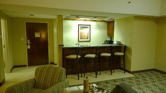 Doubletree by Hilton Augusta: Bar seating