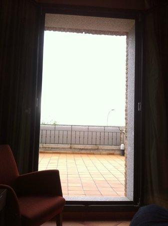 NH Toledo: Terraza de la habitación