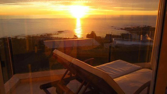 Atlantic Suites Camps Bay: Sunset view from the room.