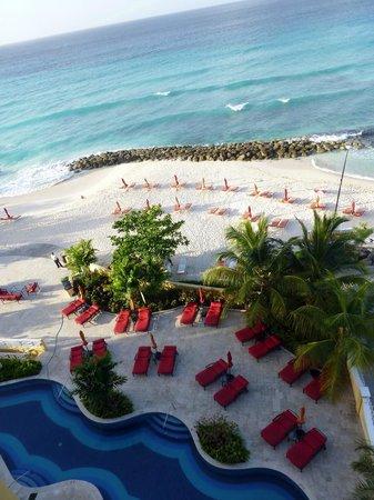 Ocean Two Resort & Residences: Hotelstrand