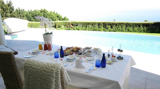 Atlantique Villa Camps Bay: Welcome Tea by the pool