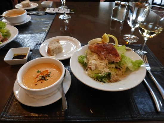 Hank's RiverWalk Bar & Grill: Soup and Salad