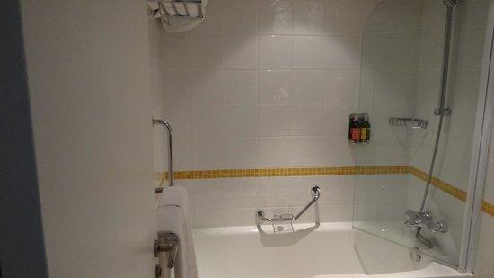 Vienna House Magic Circus Paris : Bathroom