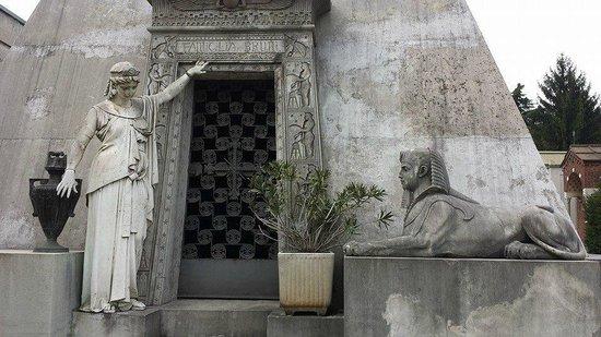 Cimetière Monumental : ...