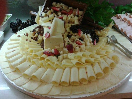 Hotel Helios Lloret de Mar: Variedad de quesos