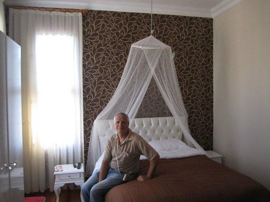 Sinbad Hostel: Кровать с балдахином