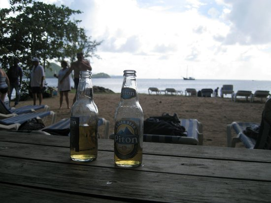 Coco Palm Resort: Beer on pigeon island :)