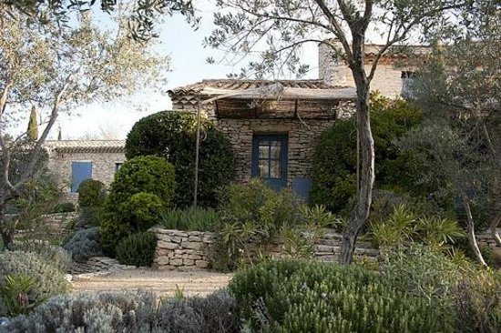 Mas de la Beaume: Nice garden and rooms