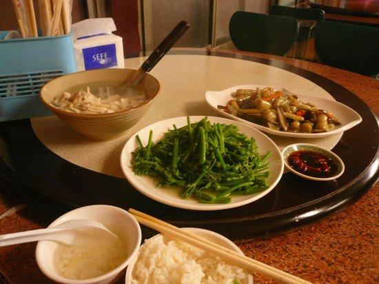 Guanzi Hill (Guan Zi Ling) : 山間部なので山菜料理が名物になっている