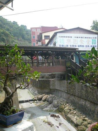 Guanzi Hill (Guan Zi Ling) : せせらぎは泥