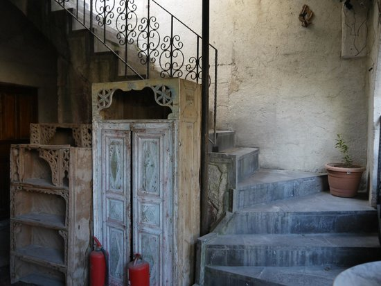 Sunset Cave Hotel: 楼梯