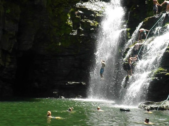 Waterfall Villas: Jumping off Nauyaca Falls