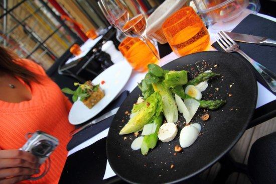 Le Séjour Café : Asparagus starter with cos lettuce